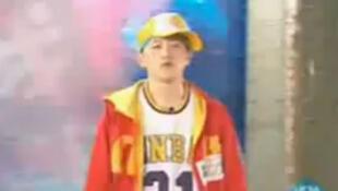 Un rappeur passe à la télévision chinoise.