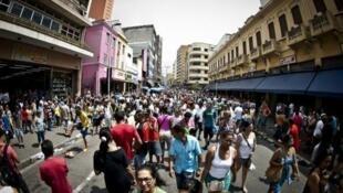 IDH do Brasil aumenta em 2014, mas país cai no ranking mundial