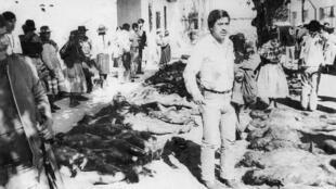 Los cuerpos de las víctimas de la masacre de Accomarca en 1985. Foto de archivo de la Comisión de la Verdad y de la Reconciliación de Perú.