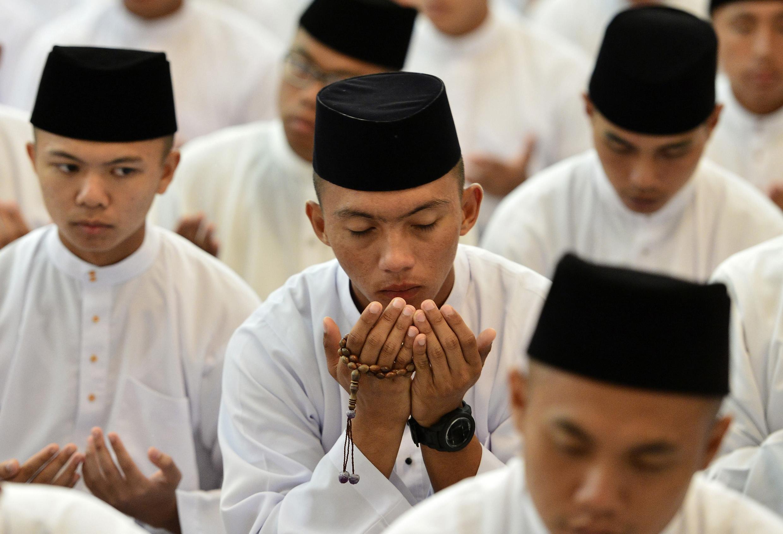 Brunei là quốc gia duy nhất ở Đông Nam Á áp dụng luật Hồi giáo charia.
