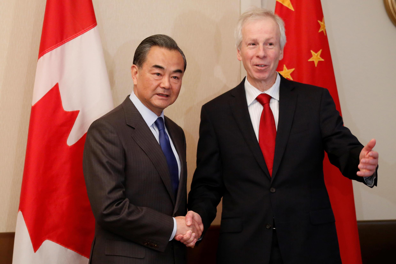 2016年6月1日,中国外长王毅在渥太华与加拿大外长迪翁会谈。王毅在会谈后的记者会上严辞回应加拿大记者关于人权问题的提问引发争议。