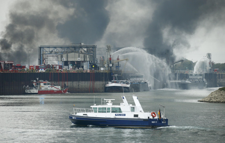 Инцидент на заводе BASF в Людвигсхафене произошел около 9:30 утра по местному времени.
