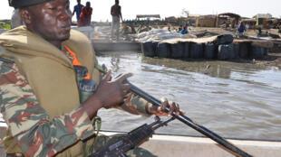 Un soldat camerounais à Darak, sur le lac Tchad, une région où Boko Haram opère.