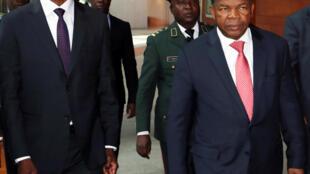 Presidente angolano, João Lourenço, em Addis Abeba a 17 de Janeiro de 2019 com o seu homólogo da Zâmbia, Edgar Lungu.