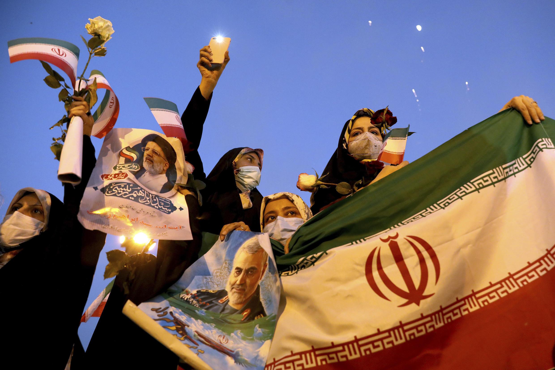 6月19日德黑兰街头庆祝莱西胜选总统的伊朗人