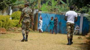 Des soldats patrouillent à Bafut, dans le nord-ouest du Cameroun, en zone anglophone, le 15 novembre 2017 (illustration).