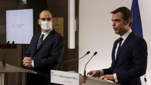 Le Premier ministre Jean Castex (g) et le ministre des Solidarités et de la Santé Olivier Véran, le 7 janvier 2021.