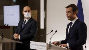 O primeiro-ministro Jean Castex, à esquerda, e o ministro da Saúde, Olivier Véran, durante a entrevista coletiva.