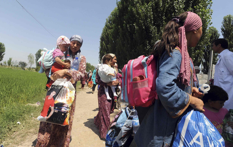 Киргизские беженцы возвращаются из Узбекистана 23 июня 2010 года
