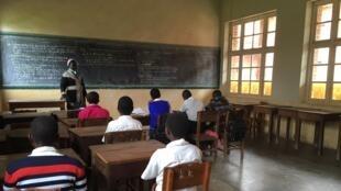 Le lycée Koli Kori de Fataki a rouvert, mais les rangs sont encore clairsemés.