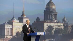 Выступление В.Путина на открытии экономического форума в Санкт-Петербурге