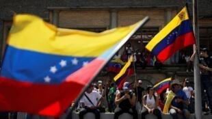 反對馬杜羅的委內瑞拉民眾在首都加拉加斯街頭抗議   2019年2月