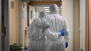 Wasu likitocin kasar Italiya a daya daga cikin cibiyoyin kula da mutanen da suka kamu da cutar coronavirus a birnin Rome.