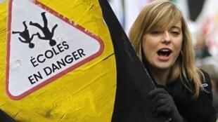 Manifestation d'enseignants contre la suppression des postes et la réforme de l'évaluation. A Paris, le 31 janvier 2012.