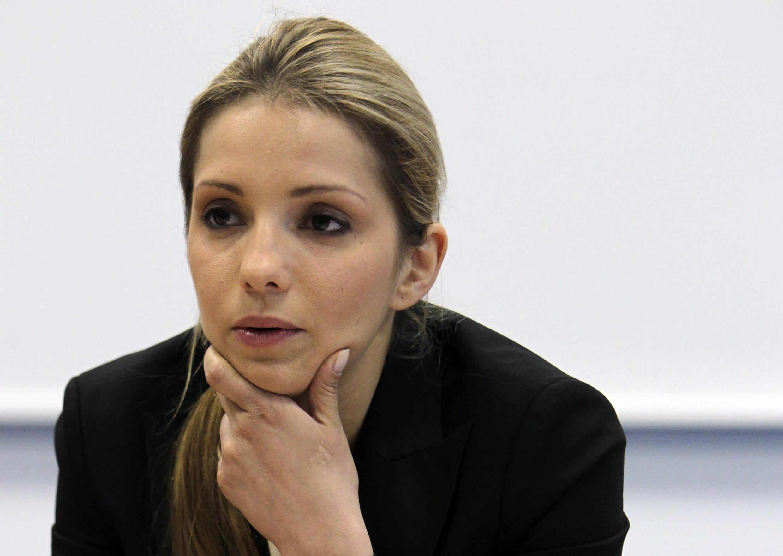 Евгения Тимошенко, дочь экс-премьера Украины, заключенной Юлии Тимошенко, на пресс-конференции в Праге 30 апреля 2012 г.