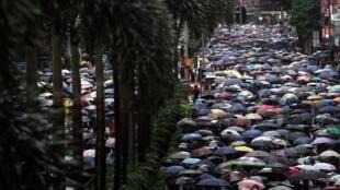 香港2019年10月6日再發反送中示威抗議禁蒙面法