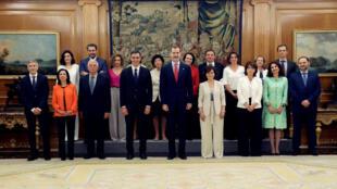 El nuevo gobierno español junto al rey Felipe, el 7 de junio de 2018 en el palacio de la Zarzuela, Madrid.