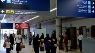 Mulheres sauditas chegando ao aeroporto de Abha, no sudoeste da Arábia Saudita.