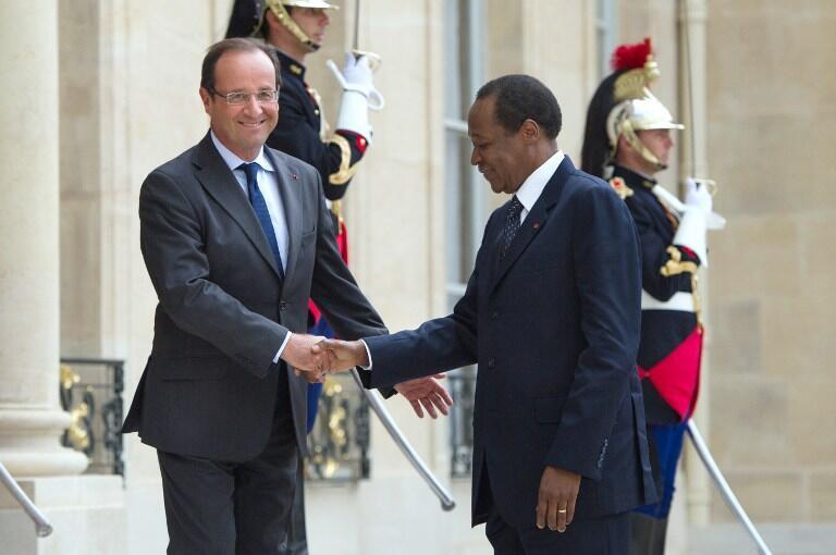 Blaise Compaoré (D) accueilli à l'Elysée par François Hollande, le 18 septembre 2012.