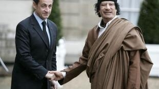 Nicolas Sarkozy with Moamer Kadhafi when he visited Paris in 2007