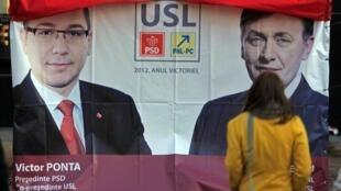 Une affiche représentant les candidats de la coalition de l'Union sociale-libérale, le Premier ministre Victor Ponta et le libéral Crin Antonescu.