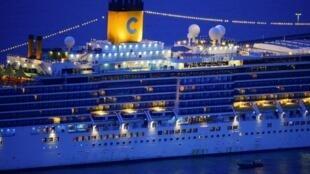 Le «Costa Deliziosa» dans le port de Barcelone, le 20 avril 2020.