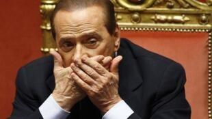 Primeiro-ministro italiano, Silvio Berlusconi, afirma que vai renunciar depois de aprovação de medidas de austeridade.