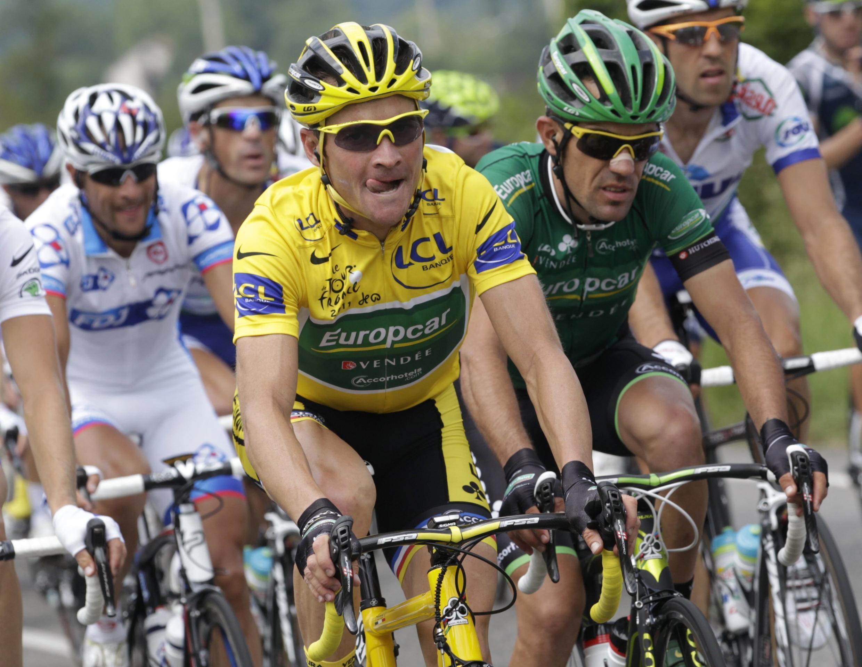 """Лидер """"Тур де Франс"""" француз Тома Вёклер в Пиренеях 15 июля 2011"""