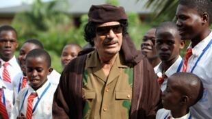ONU aprova sanções a Muammar Khadafi