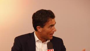 Sandro Gozi, alors ministre italien des Affaires européennes, le  29 mai 2016, dans l'émission de RFI «Carrefour de l'Europe».