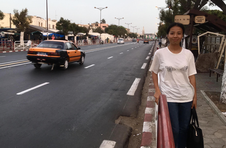 Les Allées du Centenaire à Dakar sont devenues le cœur du quartier Chinois. Liu Chen aime y passer pour retrouver ses compatriotes.