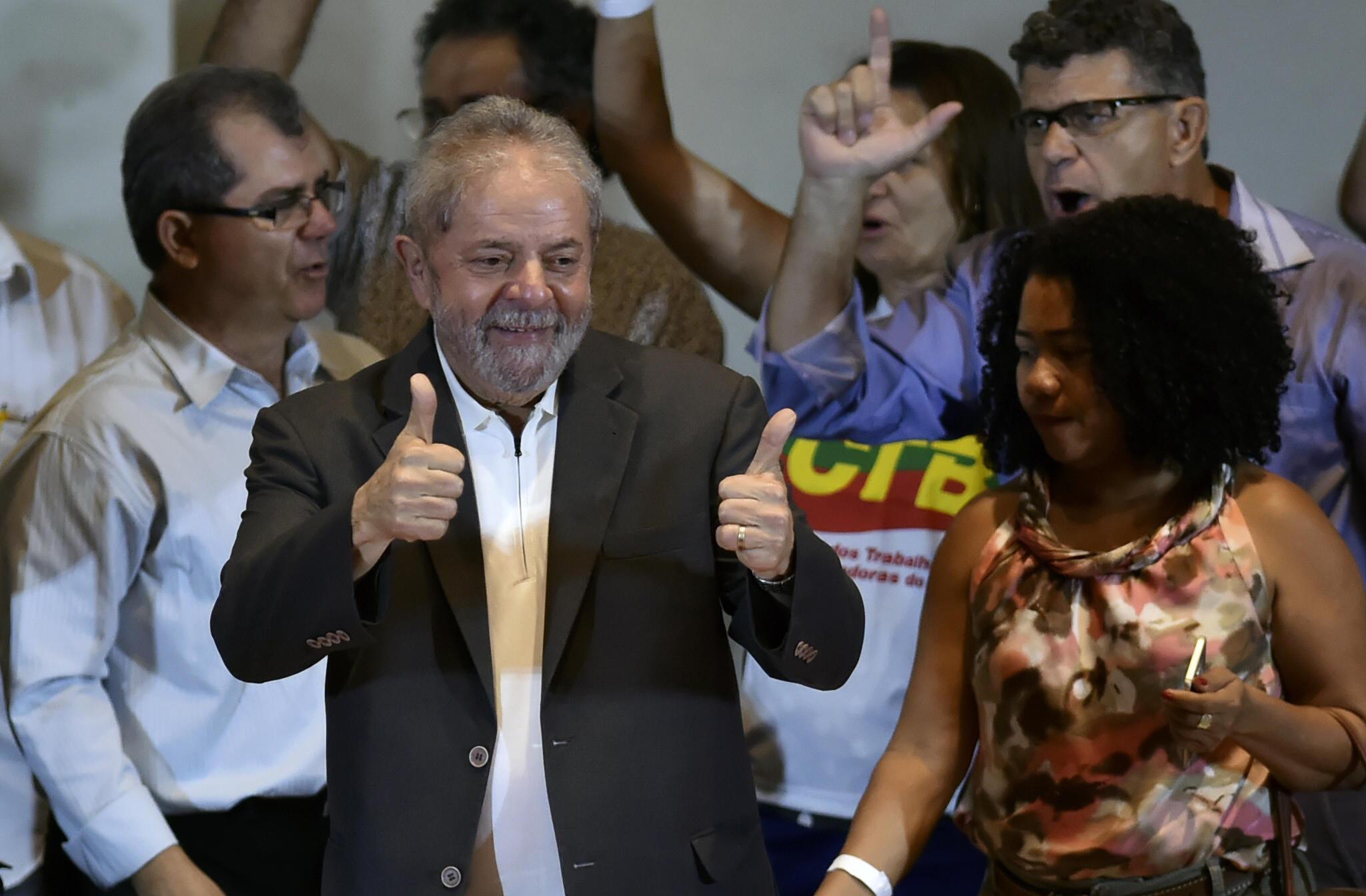 L'ex-président brésilien Lula en meeting à Sao Paulo, le 23 mars 2016.