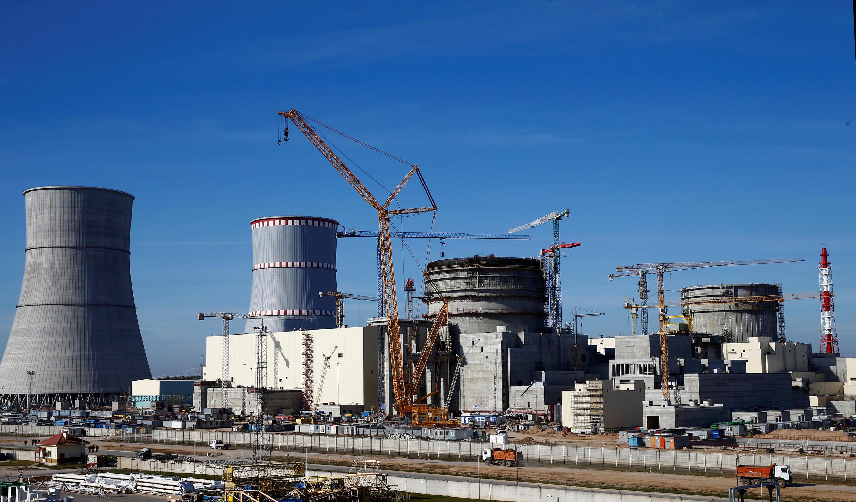 Biélorussie: démarrage de la centrale nucléaire d'Ostrovets, craintes en Lituanie
