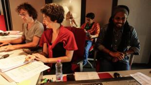 Raphaël Cousseau, réalisateur audio, Nicole Nazem et Leonardo Hincapié Giraldo,  chargés de production, et Ando Rakotovoahangy, à la direction d'acteurs.