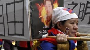 En 48 heures, six Tibétains se sont immolés par le feu ou ont tenté de le faire dans les régions tibétaines chinoises. Photo : manifestation de soutien aux victimes d'immolation, à Taiwan en mars 2012.