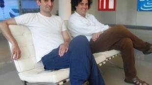 Sebastián Volco y Pablo Gignoli en los locales de RFI, el 22 de julio de 2013.