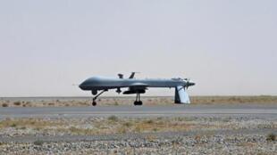 Một phi cơ không người lái Predator của Mỹ trên đường băng sân bay quân sự Kandahar ngày 13/6/10.