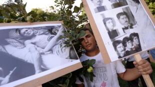 Près de 500 personnes ont commémoré le génocide tsigane, samedi 2 août, à Budapest.