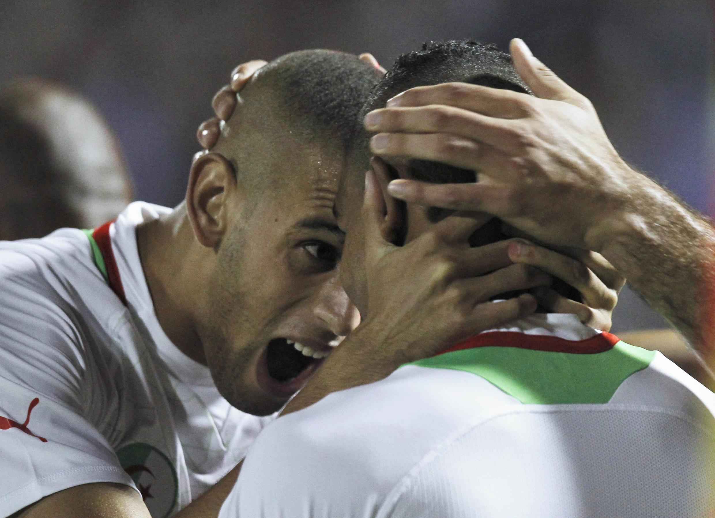Islam Slimani (g) et  Hilal Soudani lors du match contre la Libye à Blida, le 14 octobre 2012.