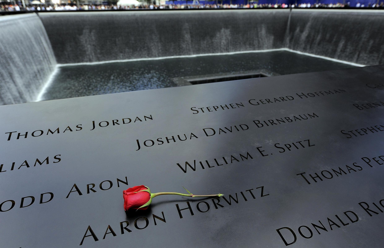Nomes de quase 3 mil vítimas foram inscritos no Memorial inaugurado neste domingo, em Nova York.