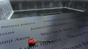 Des restes anonymes sont conservés non loin du mémorial du 11-Septembre où sont inscrits les noms des victimes.