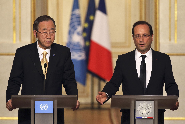 Tổng thư ký LHQ Ban Ki Moon (t) và tổng thống Pháp François Hollande, trong cuộc họp báo, 09 /10/2012
