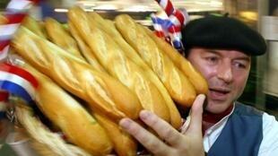 Французы стали меньше тратить на еду и при этом— питаться лучше.