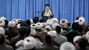 L'ayatollah Ali Khamenei est intervenu en personne le 17 septembre 2019 pour rejeter toute idée de négociation avec les Etats-Unis.