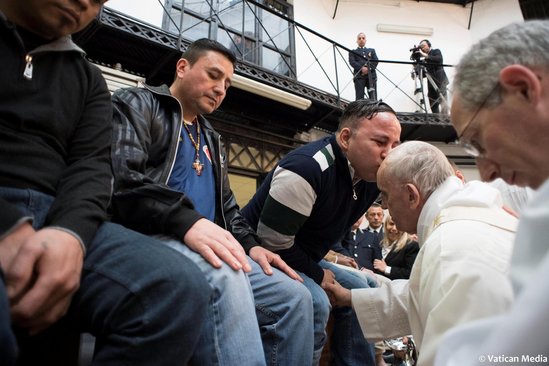 Giáo hoàng Phanxicô trong lễ rửa chân, Roma, 29/03/2018.