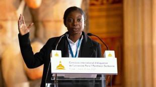 Rose Lumane Saint-Jean - concours d'éloquence - pupitre - Panthéon Sorbonne - Journal Amériques Haïti 2