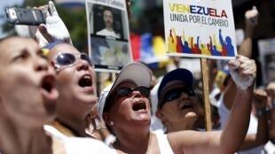 Le 30 mai quelques milliers de personnes ont exigé la libération des opposants emprisonnés à l'appel de Leopoldo Lopez, lui-même en prison depuis 15 mois.