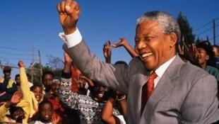 លោកនែលសុន ម៉ង់ដេឡា (Nelson Mandela) ទទួលមរណភាព ក្នុងវ័យ ៩៥ឆ្នាំ