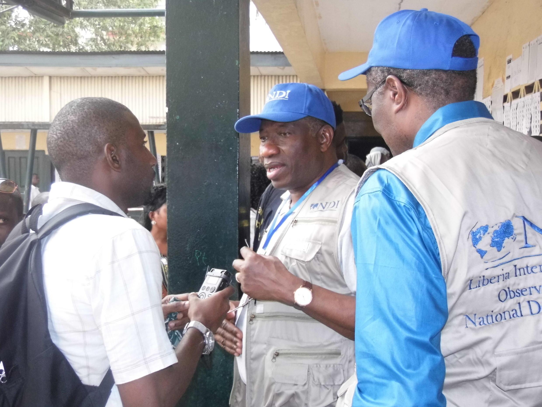 Tsohon shugaban kasar Najeriya Goodluck Jonathan, yayinda ya ke zantawa da wakilin Sashin Hausa na RFI, kan zaben kasar Liberia, AbduRahman Gambo Ahmad.