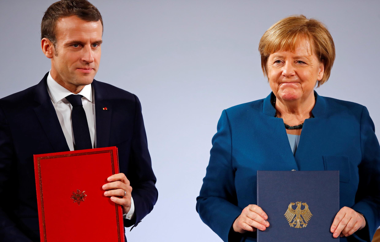 Thủ tướng Đức Angela Merkel (P) và tổng thống Pháp Emmanuel Macron dự lễ ký hiệp định hợp tác song phương, Aachen, Đức, ngày 22/01/2019